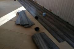 Woonkamer leggen van PVC-laminaat